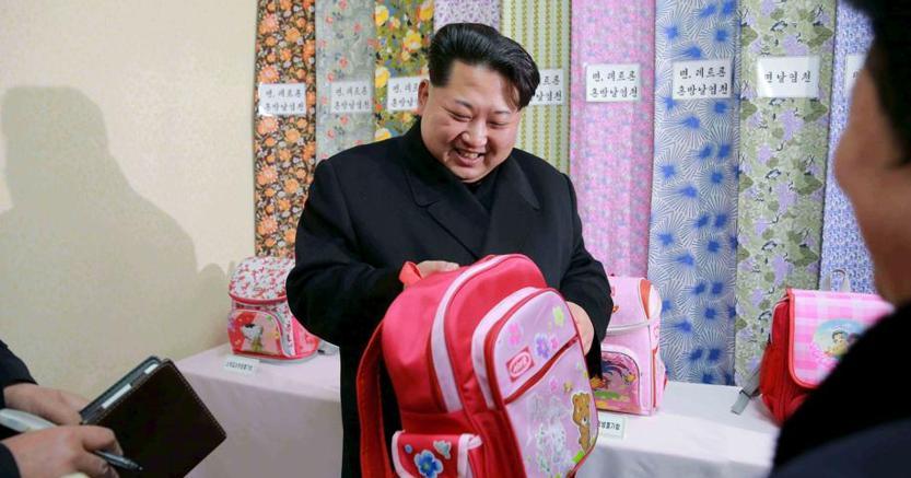 Una foto del dittatore nordcoreano  Kim Jong Un del gennaio 2016 diffusa dall'agenzia di Pyongyang